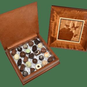 Caja de madera enchapada con 25 chocolates y/o trufas - Diseño 4